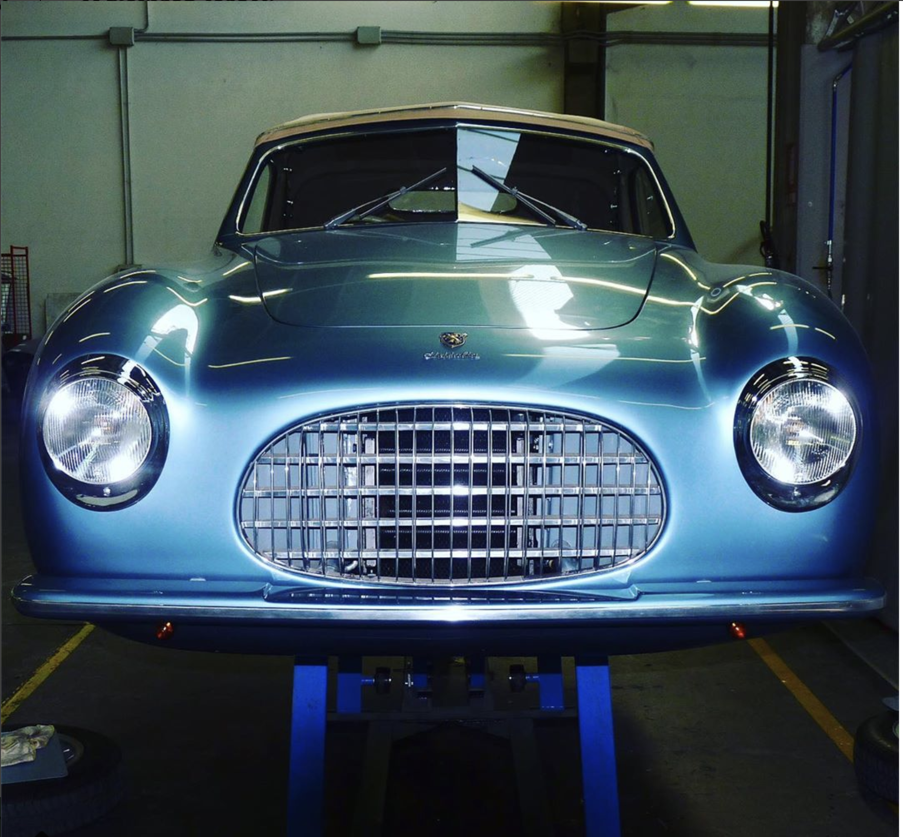 Love light blue nitrocellulose painting for this rare Cisitalia Cabriolet  . . . ..