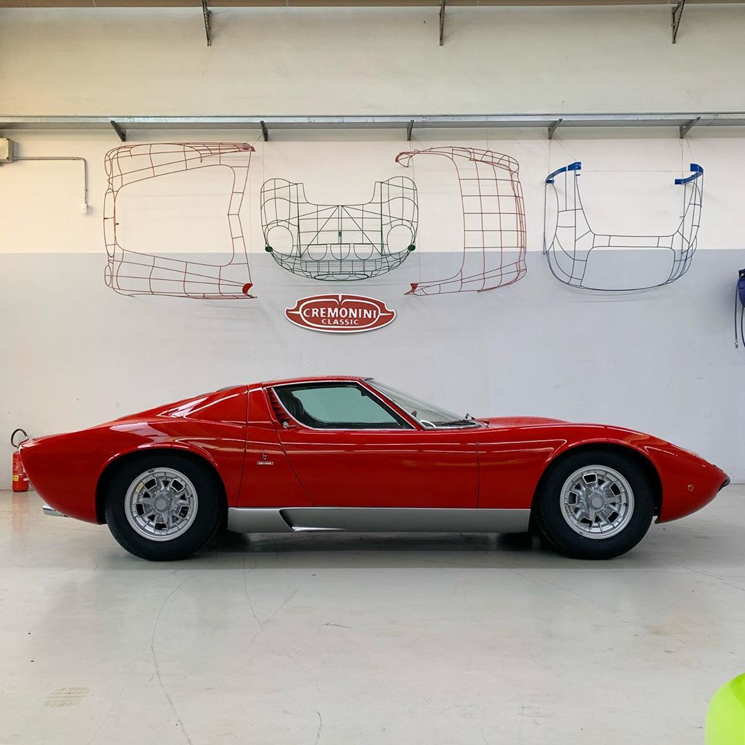 Another delivery before summer holiday: this Miura S in Rosso Acrilico, one of the most original car I've vere seen. Congratulations to the new owner, who will enjoy this beauty… – – –