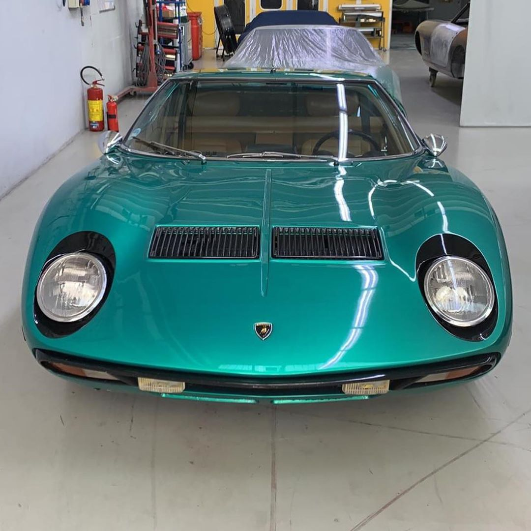 Verde Rio or Verde Metallizzato? Here we go with two others bulls and with these two we have worked on 29 Miura. Which will be the thirtieth? – – –