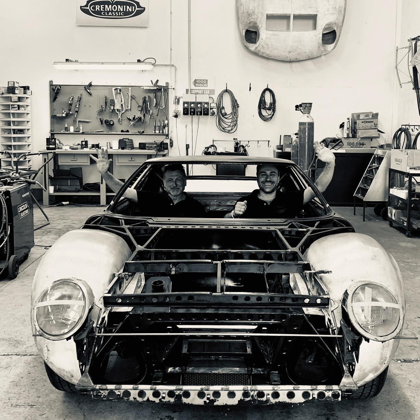 After a challenging week, our guys are waving goodbye and taking a daydream drive towards the weekend sitting in our ongoing Miura SV project – – – #lamborghini #miurasv #bertone #italiandesign #sixtystyle #getoutanddrive #outontheweekend #cremoniniclassic #highway #naked
